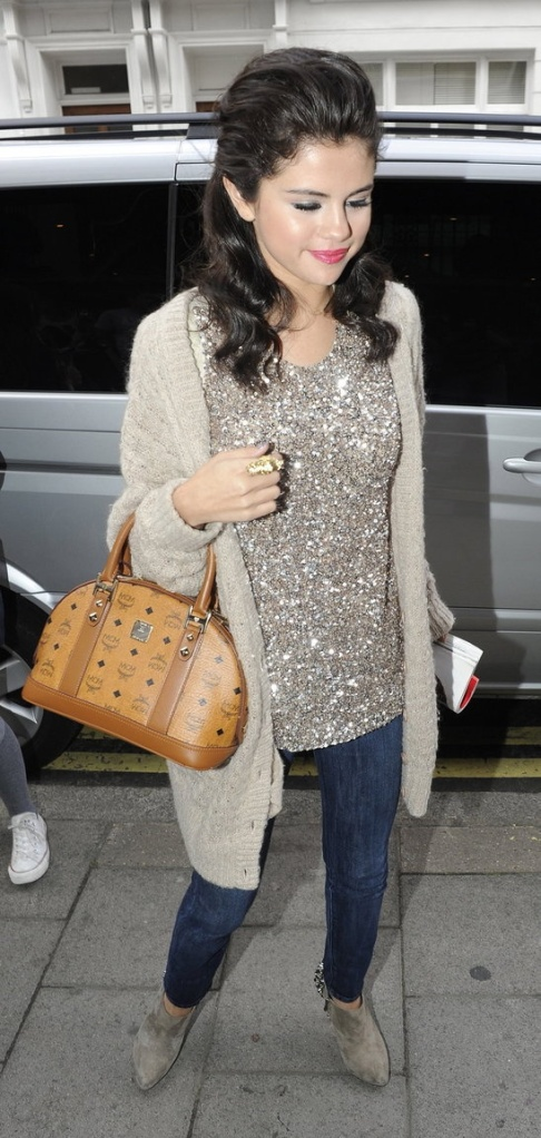 Selena's cute and casual sparkly top, skinny jeans, booties and comfy sweater.